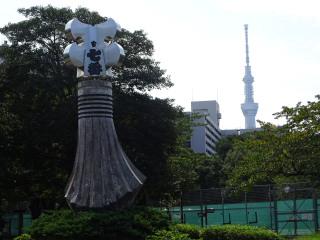 都営白鬚東アパートの纏と東京スカイツリー