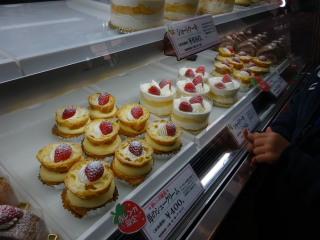苺のシュークリームとショートケーキ