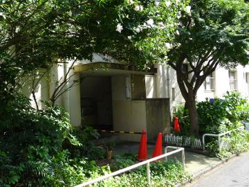 赤羽台団地 34号棟入り口