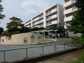 多摩川住宅 ホ号棟の公園