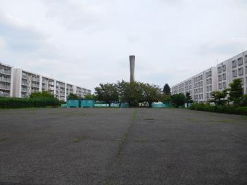 多摩川住宅 二号棟の公園