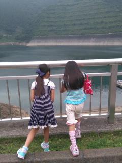 ダムを除くテラ子とテラ美