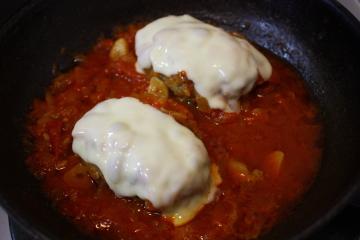 チーズを乗せたトマト煮バージョン